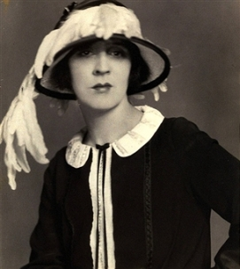 Actress, Jane Cowl, wearing a black dress with contrasting white Peter Pan collar, and a black hat with white feathers *** Local Caption *** Jane Cowl;