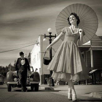 30c0f16a7d1c4c18c775ba6f8de3b142--retro-vintage-dresses-vintage-modern