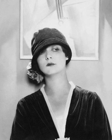 Edward-Steichen-Model-Wearing-Velvet-Cloche-by-Reboux--1925