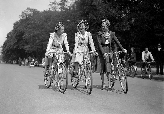 H_catwalk_yourself_1940s_bicycle