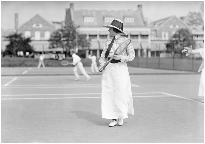 miss-frances-lippett-playing-in-tennis-tournament-1913