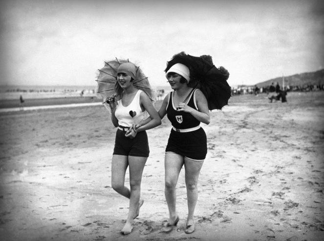 plage de Deauville 1926 agence Meurisse Gallica BNF jpg.jpg