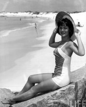 72644502fac552441d6e8b310e1f66c8--retro-bathing-suits-hairstyles-with-bangs