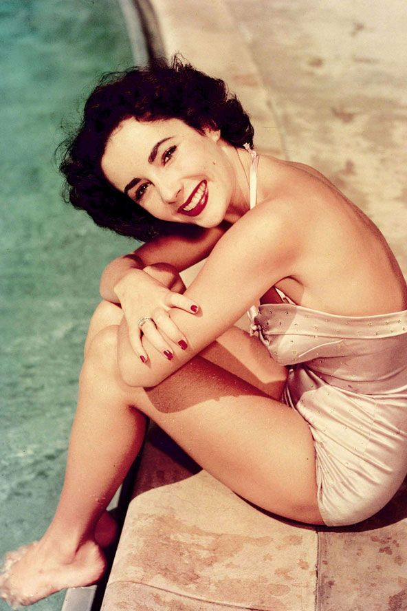 Elizabeth Taylor in Bathing Suits in the 1940s-50s (2)