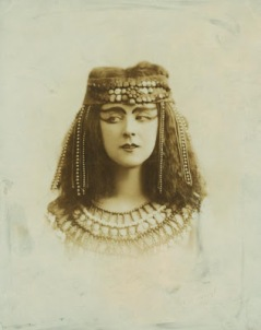 Ruth-St.-Denis-in-Egypta1-1910-