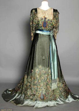 8ee157b4edf3fcfff4868dbabd14b52e--vintage-evening-gowns-evening-gowns-dresses