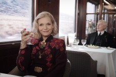 murder-on-the-orient-express-michelle-pfeiffer-printed-sweater