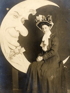 edwardian-lady-poses-with-the-moon