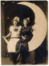 turn-of-the-century-girls-pose-with-the-moon