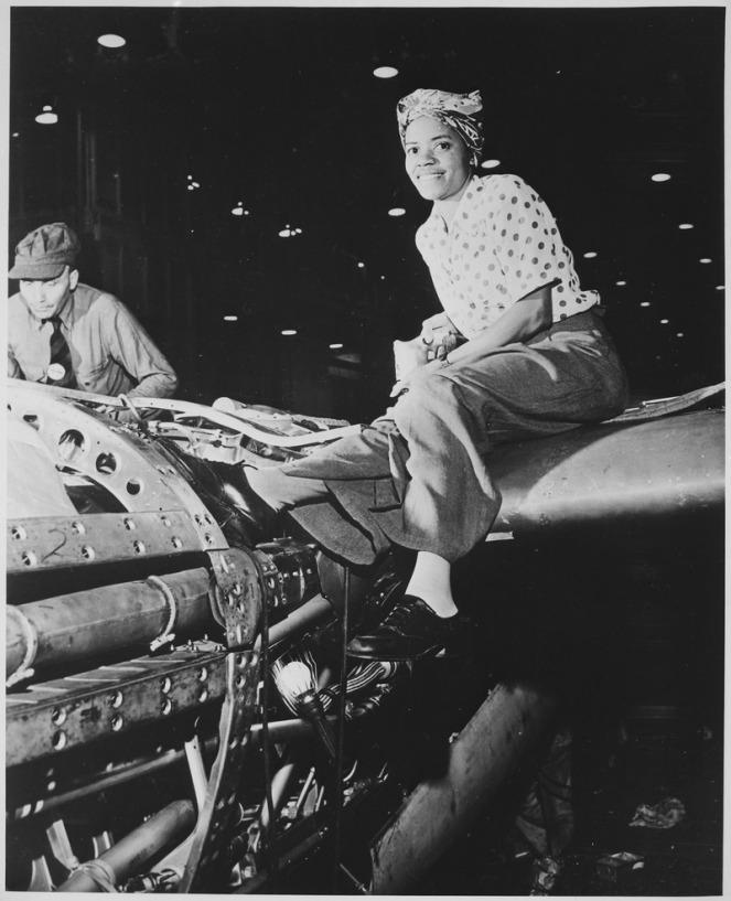Riveter_at_Lockheed_Aircraft_Corp.,_Burbank,_CA_-_NARA_-_522880.tif