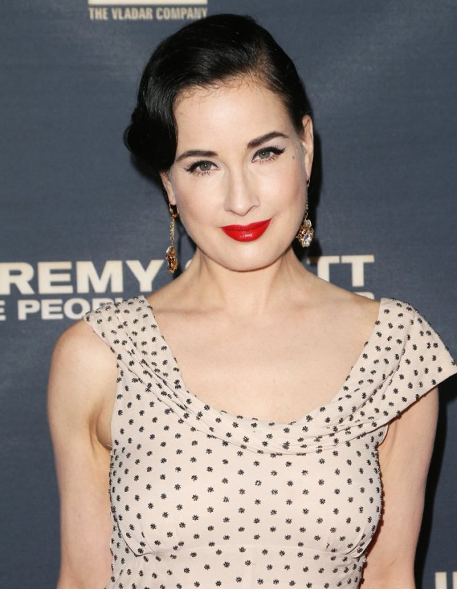 dita-von-teese-premiere-jeremy-scott-the-people-s-designer-01