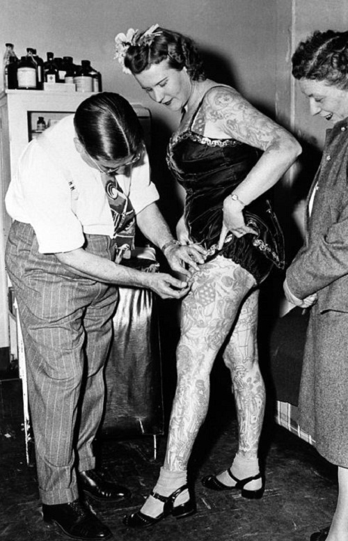 Vintage-photograph-of-incredible-head-toe-ink-women-20s-30s-40s-1